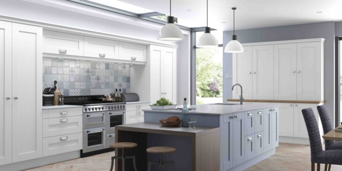 Finsbury Kitchen – White and Blue